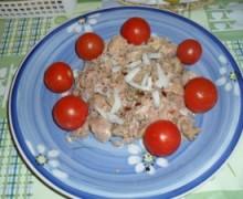 Un pasto veloce se siete fuori ,puo' essere: Tonno speziato e pomodorini